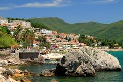 Herceg Novi, Montenegro Mening van het zuiden, toevluchtstad in de bergen stock afbeelding
