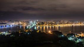 Hercilio Luz桥梁在晚上,弗洛里亚诺波利斯,巴西 免版税库存照片