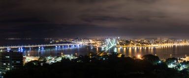 Hercilio Luz Bridge på natten, Florianopolis, Brasilien Fotografering för Bildbyråer