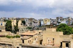 herculaneum Взгляд на старом и современном городе стоковое фото