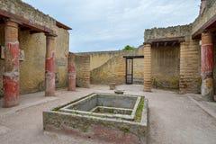 Herculaneum ITALIEN - JUNI 01: Herculaneum fördärvar den forntida roman staden, Italien på Juni 01, 2016 Arkivbild