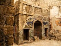 Herculaneum lub Ercolano, blisko Naples w Włochy jesteśmy właśnie pod nowożytnym miasteczkiem zdjęcie stock