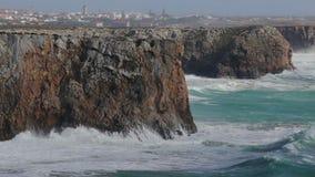 Hercules macha w burzy w Sagres algarve plażowy bispo costa robi murra vicentina o Portugal Vila zbiory