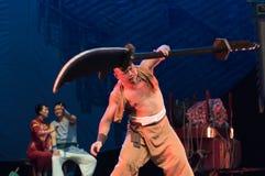 Hercules som spelar Bredsvärd-akrobatisk showBaixidrömnatt royaltyfri bild