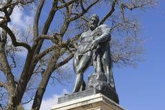 Hercules-standbeeld in het park Stock Foto's