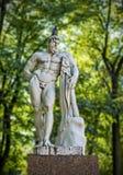 Hercules staty i parkera Royaltyfria Foton