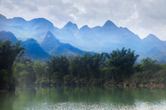 Herde- landskap av Dragon River, Hechi, Kina Arkivfoto