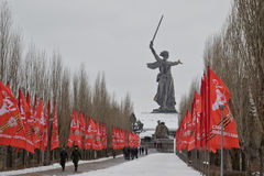 Herdenkings complexe Mamaev Kurgan verfraaide met vlaggen in eer Royalty-vrije Stock Afbeeldingen