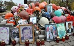 Herdenkings de Helden Hemelse honderden van mensen in Kyiv Royalty-vrije Stock Afbeeldingen
