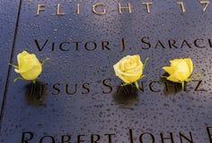 911 herdenkingsny van Jesus Names White Roses New York Stock Fotografie