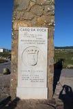 Herdenkingsplaque in Cabo DA Roca - de meest westelijke omvang van vasteland Portugal stock foto