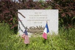 Herdenkingssteen bij de neerstortingsplaats waar 1st Lt. Quentin Roosevelt op 14 Juli, 1918, Chamery, het Noorden - oostelijk Fra Royalty-vrije Stock Fotografie