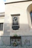 Herdenkingssteenstandbeeld portait op de muur Stock Afbeeldingen
