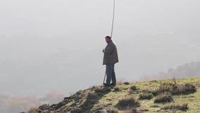 Herder in de heuvels in Griekenland stock video