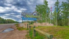 Hereinkommende Nordwest-Territorien von Alberta lizenzfreies stockbild