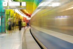 Hereinkommende Untergrundbahn Stockfotos