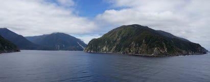 Hereinkommender Thompson Sound, Neuseeland-fiordland stockbilder