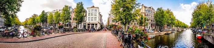 Herengracht运河的全景视图在阿姆斯特丹在荷兰 图库摄影