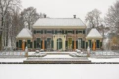 Herenhuis in het Park in de winter stock fotografie