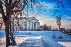 Herenhuis op de waterkant van Uglich, Rusland stock afbeeldingen