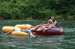 Heres che vi esamina rafting con gli amici Fotografie Stock