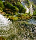 Herfstmening van mooie watervallen in Plitvice-Meren Nationaal Park Stock Afbeeldingen