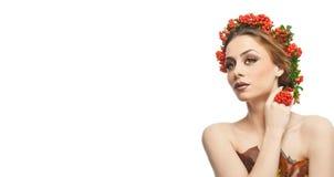 Herfstvrouw Mooie creatieve make-up en haarstijl in de studioschot van het dalingsconcept Het meisje van de schoonheidsmannequin  Royalty-vrije Stock Foto