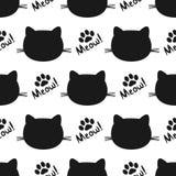 Herhaalde silhouetten van kattenhoofden en poten Van letters voorziende Miauw! Naadloos patroon Stock Foto's