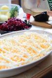 Heringe des russischen traditionellen Salats 'unter Pelzmantel Stockbilder