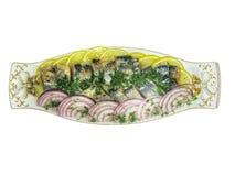 Heringe geschnitten mit Zitronenzwiebel und -GRÜNS Stockfoto