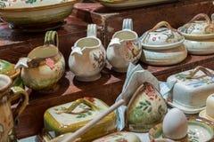 Herinnering ceramisch met bloemendecoratie voor verkoop royalty-vrije stock afbeelding