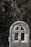 Herinnering en Mortaliteit Oude kerkhofgrafsteen Stock Fotografie