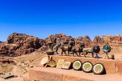 Herinneringen voor verkoop bij de historische plaats van Petra in Jordanië Royalty-vrije Stock Fotografie