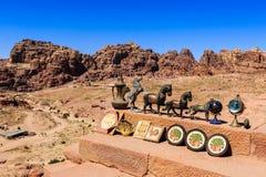 Herinneringen voor verkoop bij de historische plaats van Petra in Jordanië Stock Afbeelding