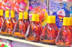Herinneringen voor verkoop in een nigh markt in Vietnam Royalty-vrije Stock Fotografie