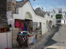Herinneringenwinkel in Alberobello, Apulia, Italië royalty-vrije stock afbeeldingen