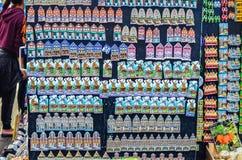Herinneringsmagneten in de winkel in Nederland Stock Afbeeldingen