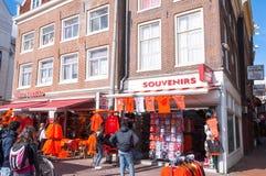Herinneringswinkel op de Rokin-straat tijdens de Dag van de Koning, Amsterdam Royalty-vrije Stock Foto