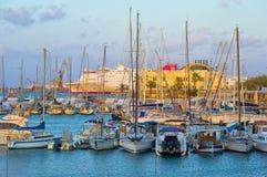 HERKLION, GRECIA - SEPTIEMBRE DE 2012: Puerto, Creta Imágenes de archivo libres de regalías