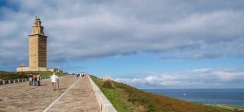 Herkules-Turm durch das Meer Stockfotos