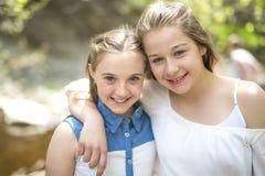 Hermana en el bosque del verano Fotografía de archivo libre de regalías