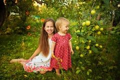 Hermana en el jardín Imagen de archivo