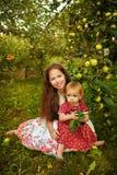 Hermana en el jardín Imagen de archivo libre de regalías