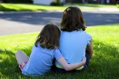 Hermana grande, pequeña hermana Fotos de archivo libres de regalías