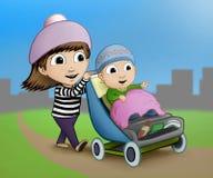 Hermana que empuja a su hermano del bebé alrededor hacia adentro parque fotos de archivo libres de regalías
