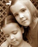 Hermanas. Imágenes de archivo libres de regalías