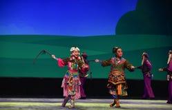Hermanas del prado--€œLittle Worriors de la ópera de Pekín del  del family†de Yeuh's Foto de archivo