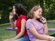 Hermanas del teléfono celular Imagen de archivo