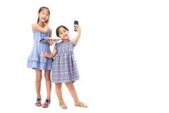 2 hermanas en el fondo blanco Imagen de archivo libre de regalías