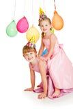 Hermanas en sombreros del partido foto de archivo